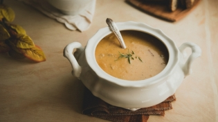 This recipe for Creamy Jerusalem Artichoke Soup balances notes of sweet nuttiness and smokiness.